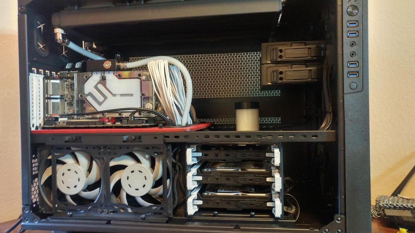 Photo of 2 x GTX 980 4GB gigabyte G1. W/EK blocks/backplates and sli bridge