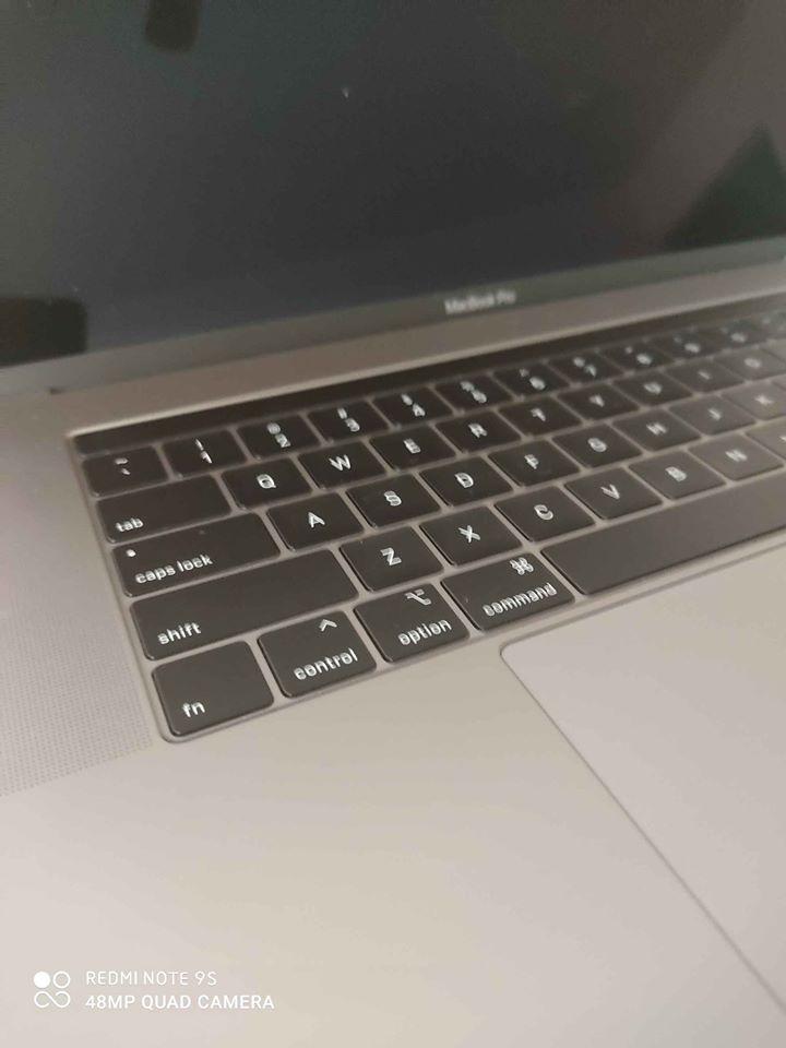 Photo of Macbook Pro 2019 i9 32gb ram 512 ssd 15.4