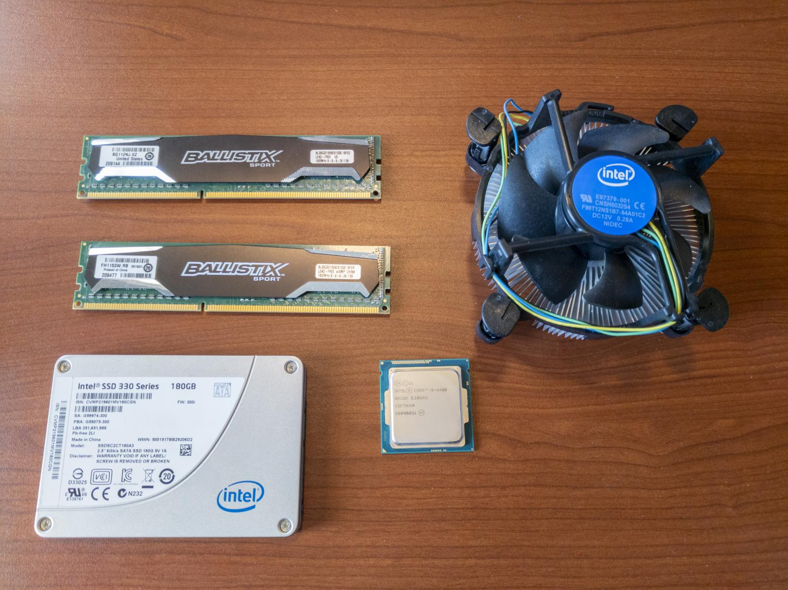 Photo of Gigabyte GA-Z87X-UD5H, i5-4460, 16GB 1600MHz DDR3, 180GB Intel SSD combo
